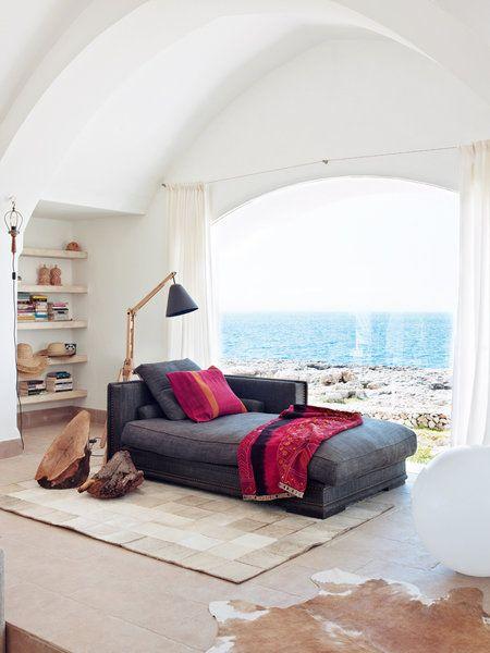Layout of space/large window/ceiling! Casa Menorca: Rincón de lectura con vistas al mar
