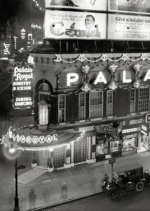 New York City, Palais Royal 1920s.: