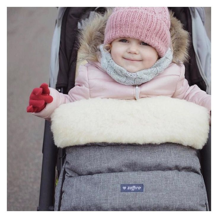 Adjustable stroller bag iGrow, which grows with your child. Suitable for carrycot, pushchairs and sledge. In combination with muffs iMove guarantees comfort during long walks even on freezing days.
