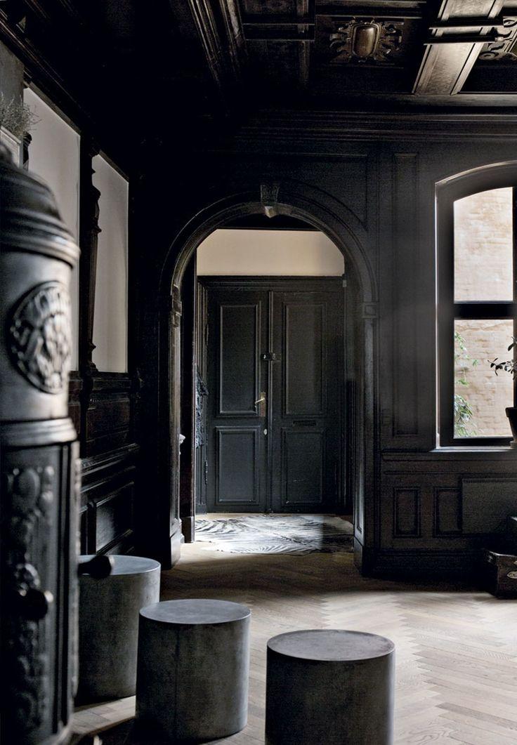 Dark moody interiors | Moderne hjem i historiske rammer | Bobedre.dk
