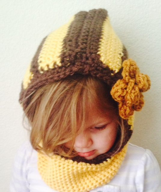 Romantic bumble bee hat with a rustic flower
