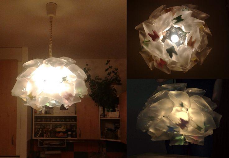 Ručně vyrobený lustr z igelitových sáčků. (školní projekt) / DIY chandelier made of plastic bags. (school project)