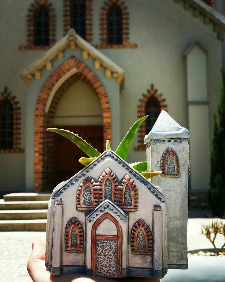 The old church at Vanrhynsdorp now belongs to Letsatsi Lodge. I have created these scale model potplant holders for them. Customers buy them with succulents of the district planted in them.