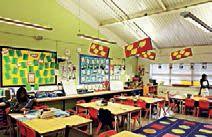 Een studie uit het Verenigd Koninkrijk heeft laten zien dat een klasinrichting een positief effect kan hebben op het leren. Hier geven ze dan ook tips hoe je het leren van kinderen kan versterken en verbeteren. Bijvoorbeeld een klasruimte die je gemakkelijk kan ombouwen, veel natuurlijk licht, kinderen inspraak laten hebben in wat er aan de muren mag komen (maar natuurlijk ook niet te overladen), vrolijke kleuren gebruiken maar ook niet te fel, ... Het zijn tips die je gemakkelijk kan…
