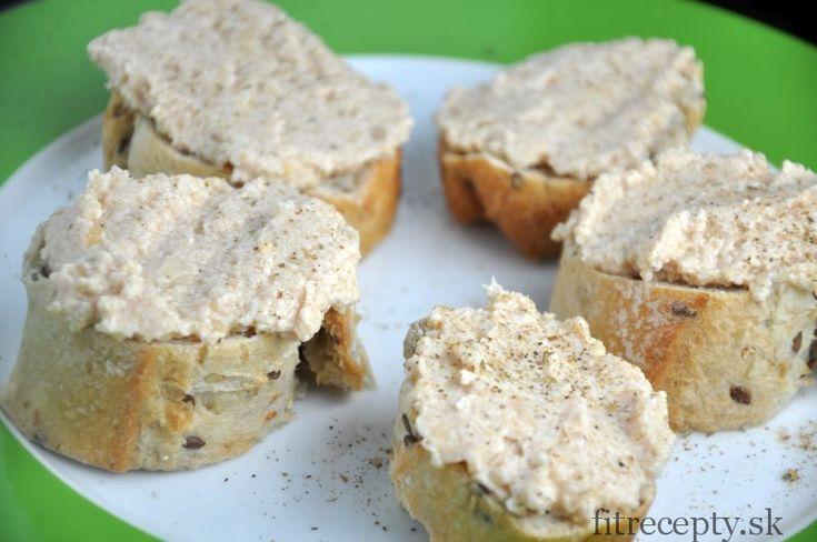Lahodná a výživná tuniaková nátierka, ktorá sa skvelo hodí k celozrnnému pečivu. Ingrediencie: 120g tuniaka Calvo vo vlastnej šťave (alebo v olivovom oleji) 1/2 cibule 100g uvareného cíceru 100g masla alebo 1 zrelé avokádo 1/2 ČL morskej soli Postup: Tuniaka aj so šťavou, prípadne s olivovým olejom dáme do mixéra, pridáme ostatné ingrediencie a zmixujeme […]Podeľte sa o tento super recept so známymi