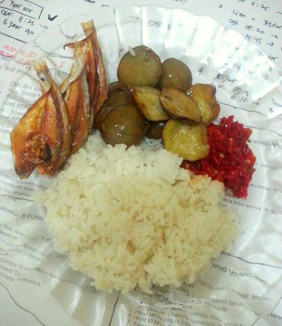 Ikan asin - jengkol goreng - sambal. Trio nikmat ala #KulinerBandung