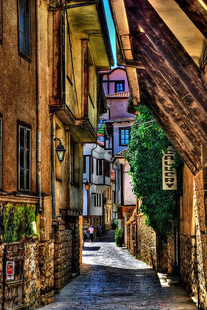 Perfect alley...those shafts of florescence...love this