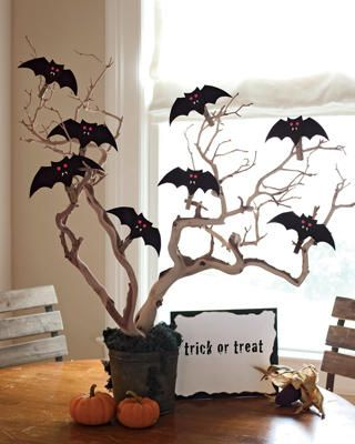 DIY..use a tree branch, spray paint it white, make little bats out of paper and hang them in it: Halloween Decorations, Ideas, Bats Trees, Halloween Trees, Halloween Crafts, Trees Branches, Halloween Table, Halloweendecor, Halloween Centerpieces