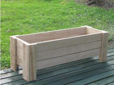 planter box...could do on from porch. para poner en la galeria descubierta