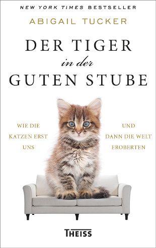 """Die scheinbar widersinnige Beziehung zwischen Katze und Mensch erklärt die bekennende Katzenliebhaberin Abigail Tucker in dem New York Times-Bestseller """"Der Tiger in der guten Stube"""", der im September im Theiss Verlag erscheint."""