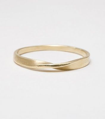 love this simple wedding band