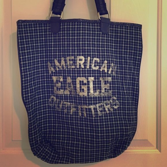 American Eagle tote bag Cute tote bag. Perfect to hold all of your books etc. American Eagle Outfitters Bags Totes
