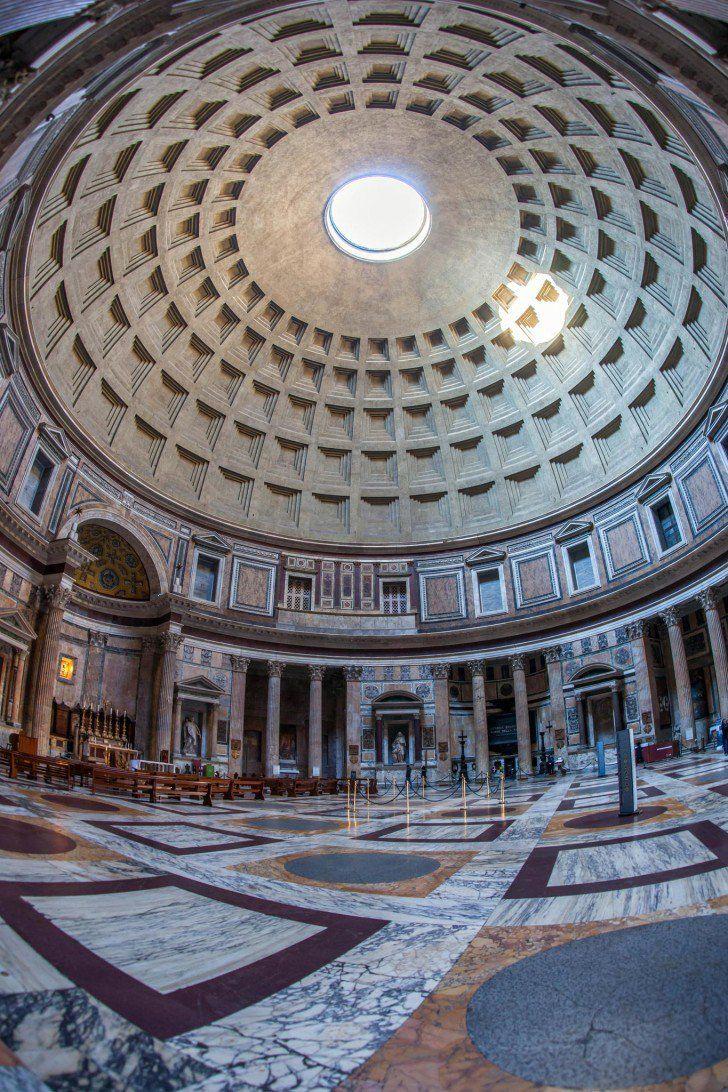 Le Panthéon à Rome Vous connaissez surement, mais saviez-vous qu'il est encore aujourd'hui le plus grand dôme en béton non armé dans le monde ? Alors même qu'il a été construit au début du 2ème siècle sous Hadrien.