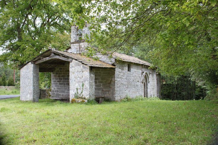 Capilla románica situada al lado del parque zoológico de Avifauna, en Lugo.