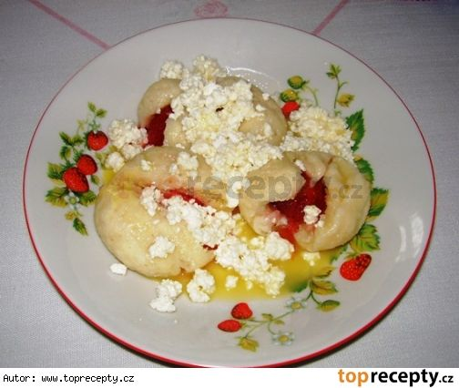 Kynuté jahodové knedlíkyhttp://www.toprecepty.cz/recept/1164-kynute-jahodove-knedliky/