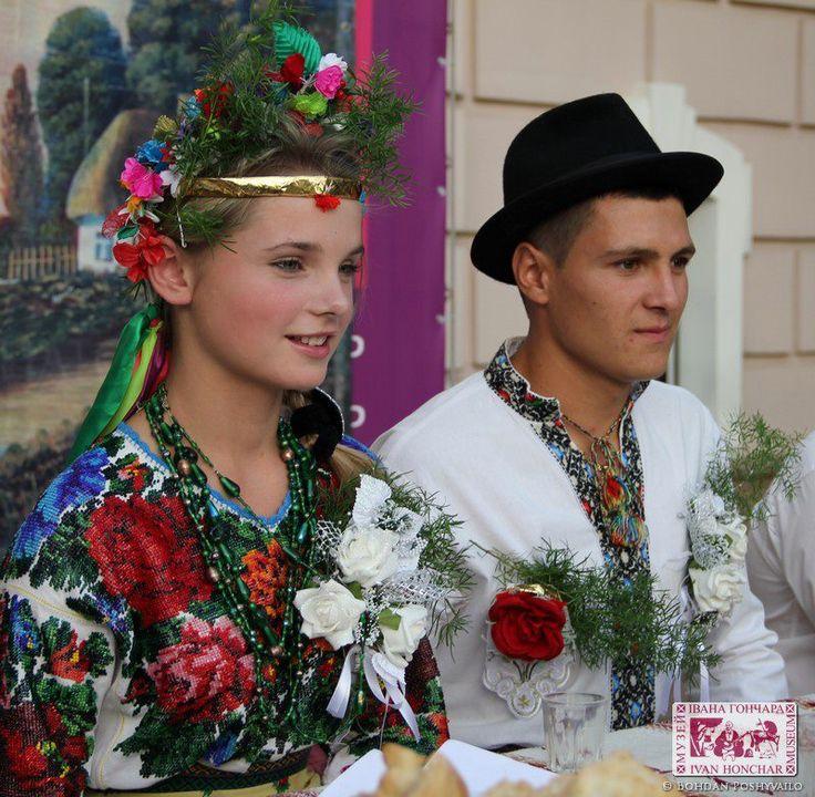 Ukrainian  wedding // http://media-cache-ec3.pinimg.com/originals/f8/22/4a/f8224af5170d41cf9ace1b5a5dca87fb.jpg