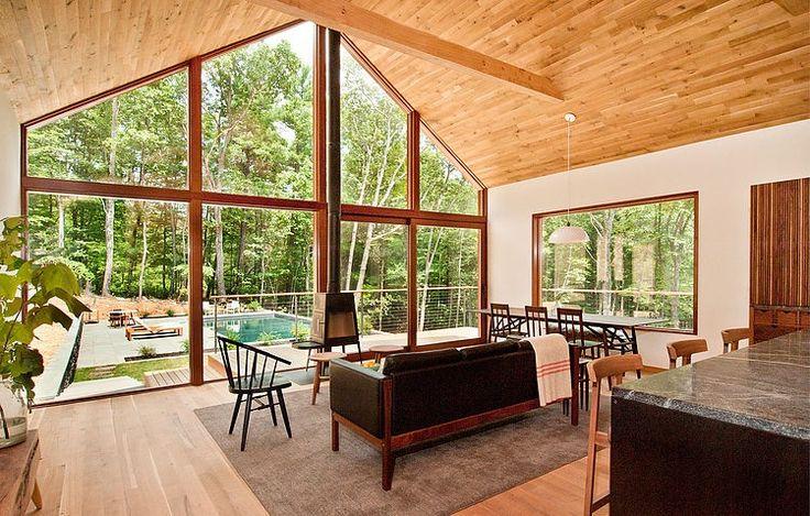 Cette résidence en bois au cœur de la nature a été récemment conçue par Lang architecture. Elle est située dans la non loins de l'Hudson river, à Kerhonkson.