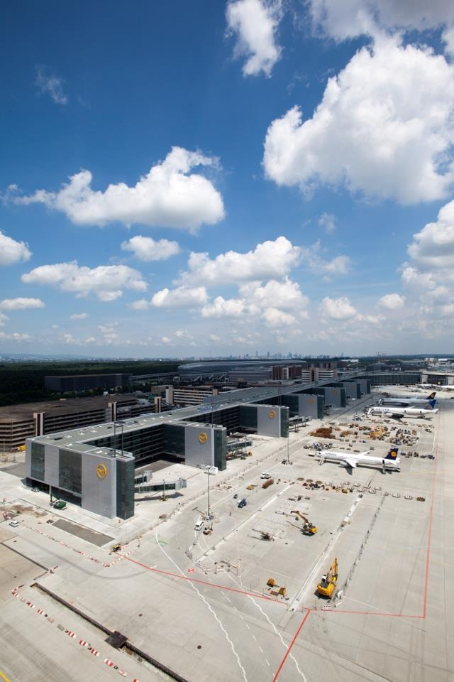 It's opening time! On October 10th the new Lufthansa Pier A at Frankfurt Airport will be ready for passengers and our biggest planes. Did you know that Pier A will have 11 additional gates - four of them being A380 gates? Find out more about Pier A here: http://f.lh.com/97WK