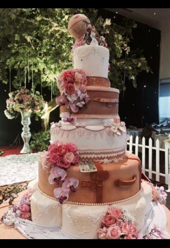 traveler wedding cake