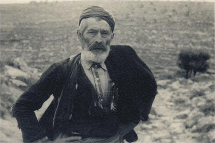 The photo was captured in 1941 by the German officer Rudy Schwartz! See the proud and courageous look of the Cretan peasant  for the German photographer!