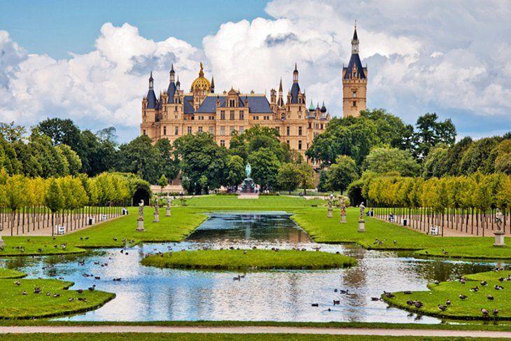Schwerin Palace Schweriner Schloss Also Often Referred To As Schwerin Castle Is Undoubtedly One Of The Finest Survivin Germany Castles Schwerin Day Trips