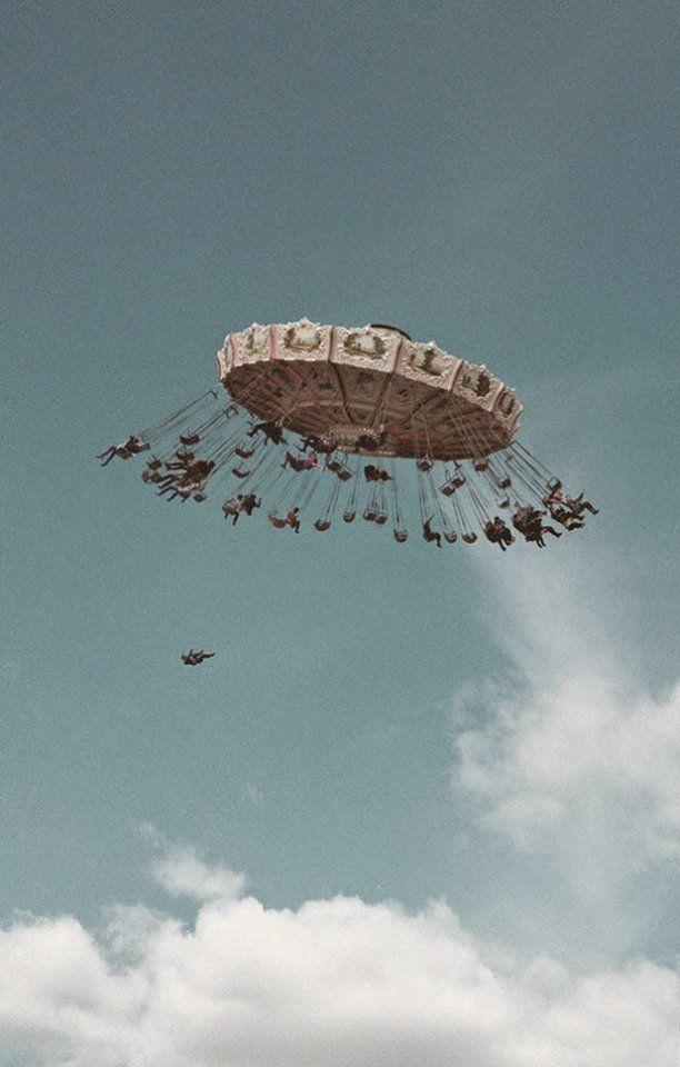Kevin Dauda. Фотоколлаж. Карусель в небе.