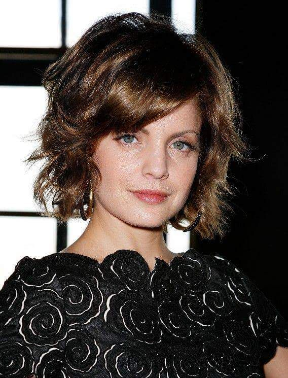 Top Straight Bottom Curled Pixie Hairs