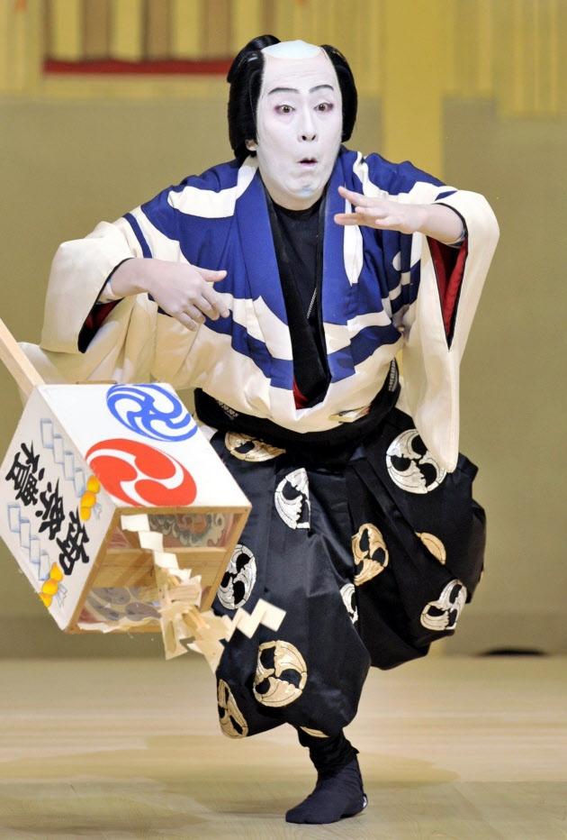 Kabuki actor, Kanzaburo NAKAMURA (1955~Dec. 5, 2012), was a versatile actor whose credits include farce, period pieces, and Shin Kabuki.