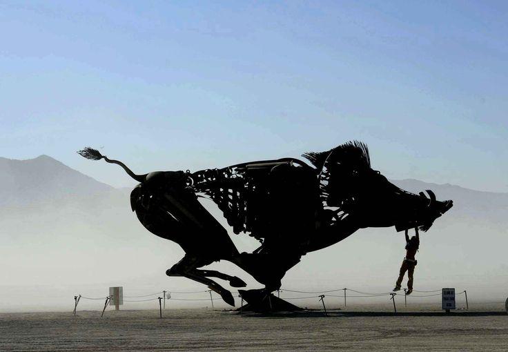 L'une des sculptures du Burning Man, qui bouge. Si vous voulez voir ça en vidéo, c'est par là. burning man 2016