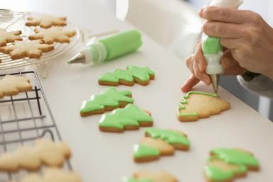 Cookie Baking and Decorating Tips and Ideas: Piping decorative icing on the outside of a cookie.