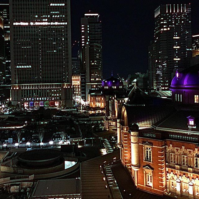 Instagram【yoko_hos】さんの写真をピンしています。 《Welcome to TOKYO  #tokyo #station #city #nightview #kitte #japan #ig_japan #instapic #photooftheday #picture #photo #夜景 #東京 #東京駅 #丸の内 #ビル #街 #写真好きな人と繋がりたい #ファインダー越しの私の世界 #building #iphone #welcometotokyo #welcome #写真 #beautiful #歴史的建造物 #レンガ #cityview》