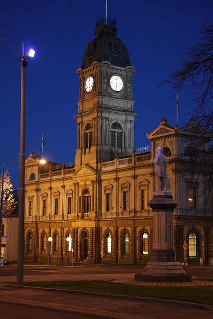 Ballarat Town Hall by L4leather, via Flickr