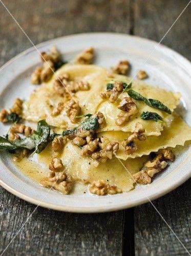 Ravioli mit Salbei & Walnüssen