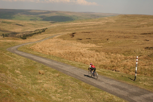 Cycling in the North Pennines Area of Outstanding Natural Beauty in Durham. These beaautiful landscapes make Durham the ideal destination for a cycling break!