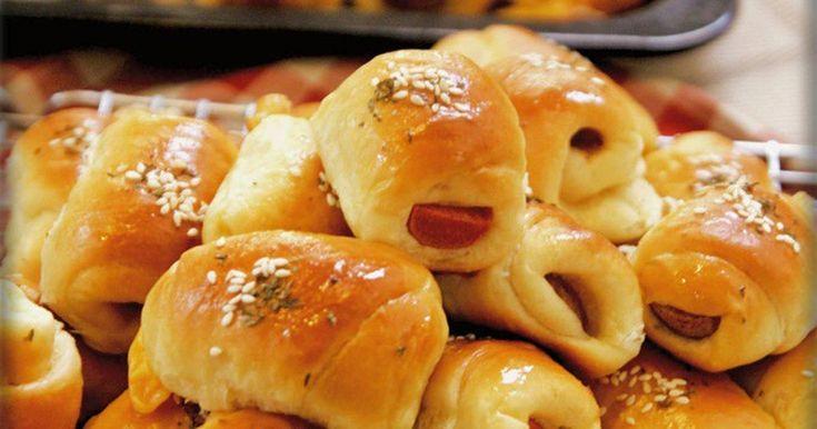 Resep Roti Unyil Sosis Keju Favorit Keluarga ( Mini Sausage roll bun) favorit. Sosis..sosiss..sosis.. #again?? Ya iyalah..suami+anak maunya request roti sosiss mulu+keju..gada lainnya apa?#yg bikin bosen nii.. pengen bkin variasi laen (tapi trauma,pengalaman bkin isian manis gada yg mau makan,ga lakuuu.ga abis berhari2 mpe berjamur nasib roti malang itu) Mreka cm suka isian savoury gurih2 asin kayak keju2an,sosis,mayo dll.y wiss,itulah tugas seorang istri,harus menyenangkan keluarga #tumben…