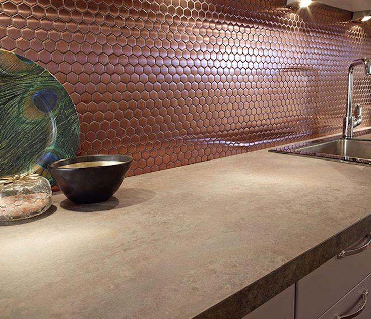 Une #crédence en cuivre effet mosaïques à moins qu'il ne s'agisse de mosaïques effet cuivre... A votre avis ?