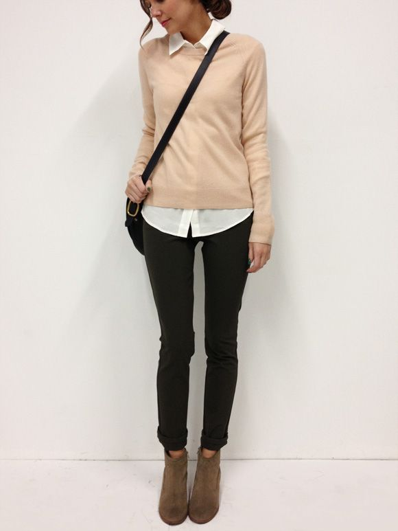 This outfit. Perfection. Cream cardigan, white blouse, black pants, ankle boots.