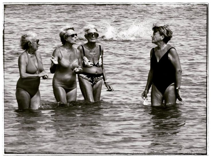 That's what I called a chilled chat session inside the sea of lovely old women  #cavalaire #cavalairesurmer #france #frankreich #cote #cotedazur #portcavalaire #sea #waves #mediterranean #southeurope #southfrance #water #chill #chat #talk #chilled #blackandwhite #blackandwhitephotography #bw #sw #travelgram #travel #instatravel #mechtravcook #wanderlust #throwback #remember #women #oldwomen
