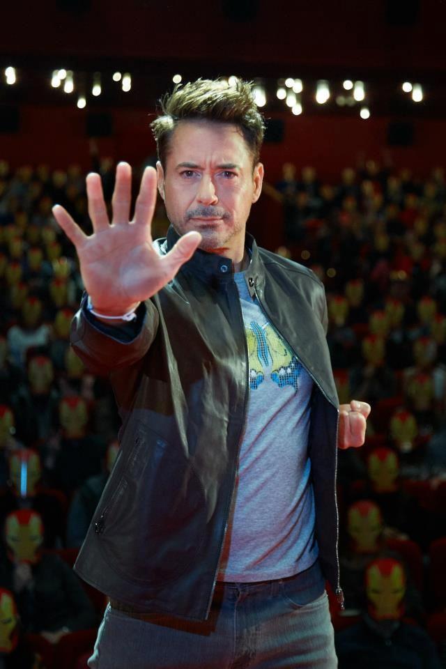 アイアンマン3がエネルギー波を打つ瞬間 : 【アイアンマン3】スーツを脱いだロバート・ダウニー・Jr画像写真集 - NAVER まとめ