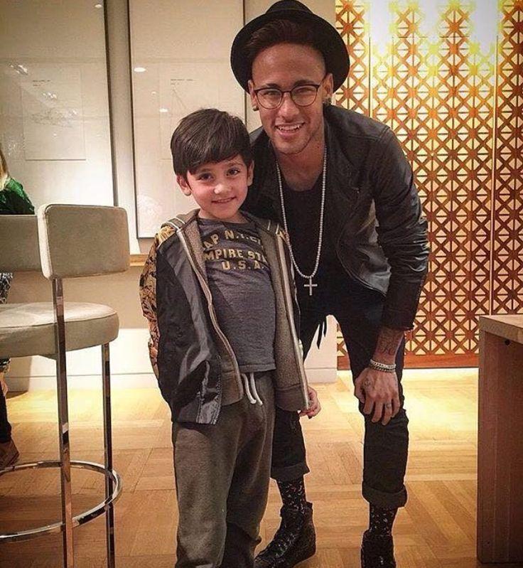 Neymar with a little fan in London, May 17th 2016.