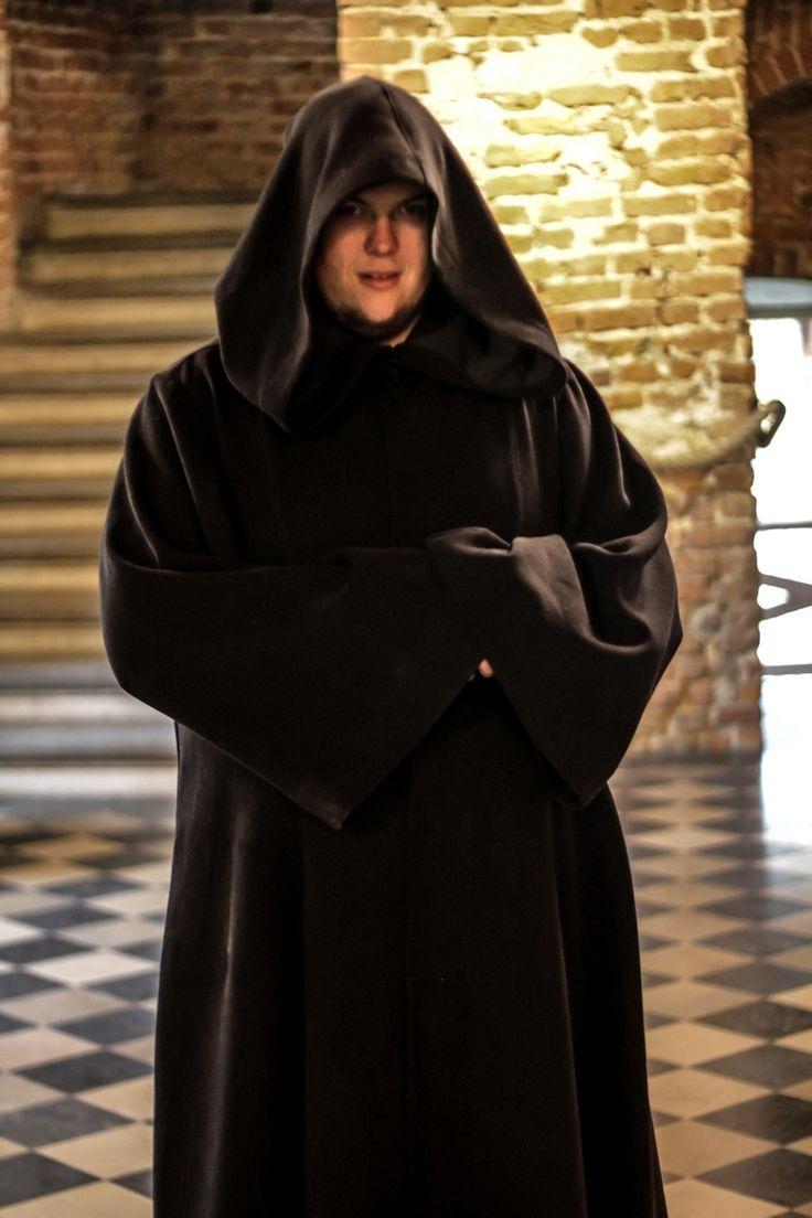 W zamku w Korzkwi.. takie dziwy. Może to strażnik? A może rycerz Jedi? #foto #photo  #monk #cosplay