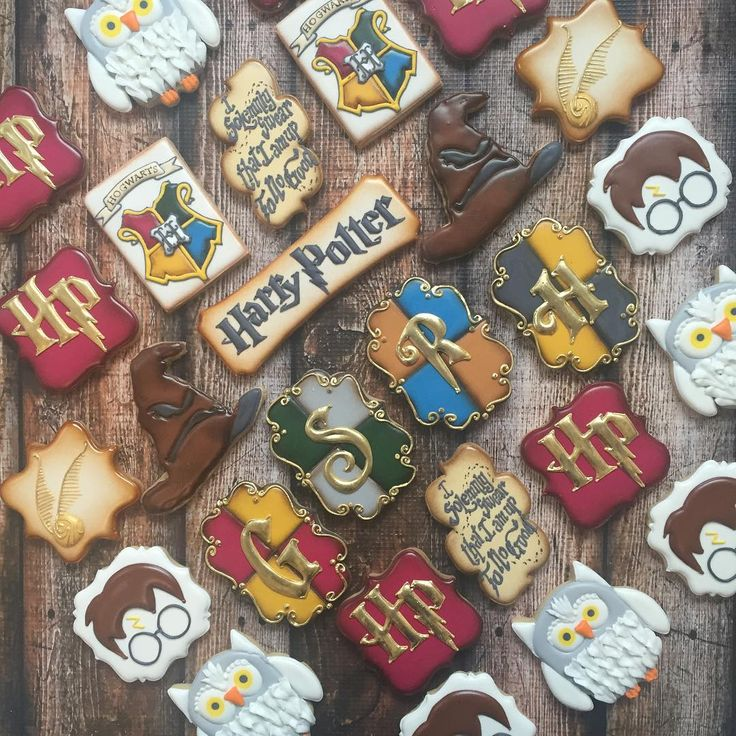 I had so much fun making these Harry Potter cookies! #decoratedcookies #customcookies #royalicing #harrypottercookies #harrypotter #cookies #cookiesofinstagram #harrypotterbirthday