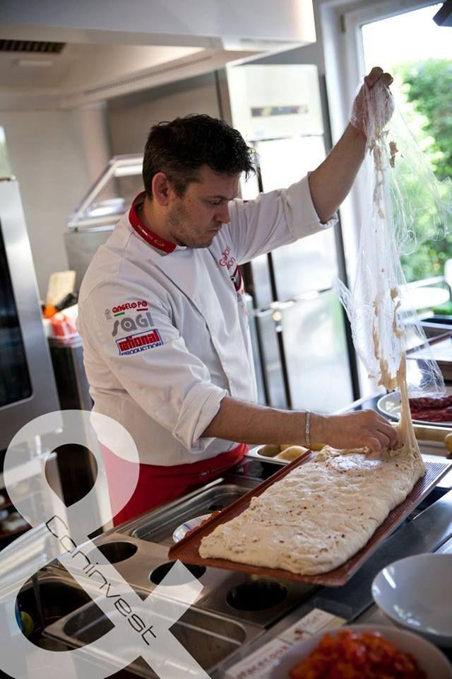 Grergori Nalont is sikerült munka közben lencsevégre kapnunk. / We also manage to take a photo of Gregori Nalon while working.  #kitchen #gastro #chef #cooking