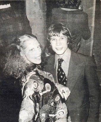Reint Koning met Mathilde Willink bij de opening van de Viking Club in 1975