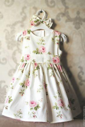 Купить или заказать Нарядное платье для девочки 'Нежная особа' в интернет-магазине на Ярмарке Мастеров. Летнее платье на девочку из 100% хлопка с рисунком в нежнейшую розу в стиле шебби шик. Очень милое, очаровательное платьишко с объемной юбкой, хлопковой подкладкой, пышным подъюбником, станет любимым для вашей маленькой модницы. В комплекте большой тройной бант на резинке для украшения прически!!! Очень праздничный наряд, подойдет для утренника, празднования Нового года или дня рождения…
