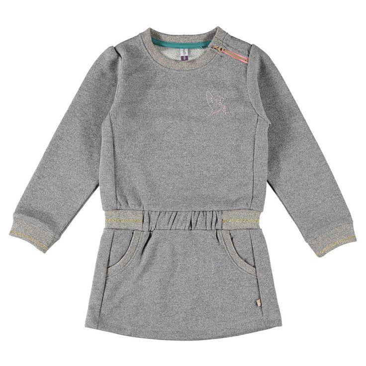 """Kidzface jurk voor meisjes in de kleur grijs. Dit sweatstof Kidzface jurkje, uit de winter collectie, is gemaakt van katoen met een lurexdraadje. Draag hem met een Kidzface maillot of legging. De jurk is verkrijgbaar in de maten 110-116 t/m 146-152 en bij de linkerschouder een ritssluiting. Op de voorkant twee """"fake""""zakken en links boven een kleine geborduurde print. De uiteinden van de mouwen hebben elastische boorden.  Artikelnummer: 6238776 Seizoen: winter Leverancierskleur: 61 iron…"""