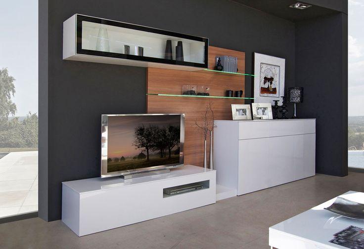 Mueble comedor de 370 cm de largo y 45 cm de fondo. Resalta la combinación de los acabados blanco brillo y nogal claro.