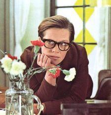 36 лет назад на экраны страны вышла всеми любимая комедия Эльдара Рязанова «Служебный роман». В первые месяцы проката посмотреть фильм успела буквально вся страна – 58 миллионов человек, а искрометные цитаты персонажей картины ...