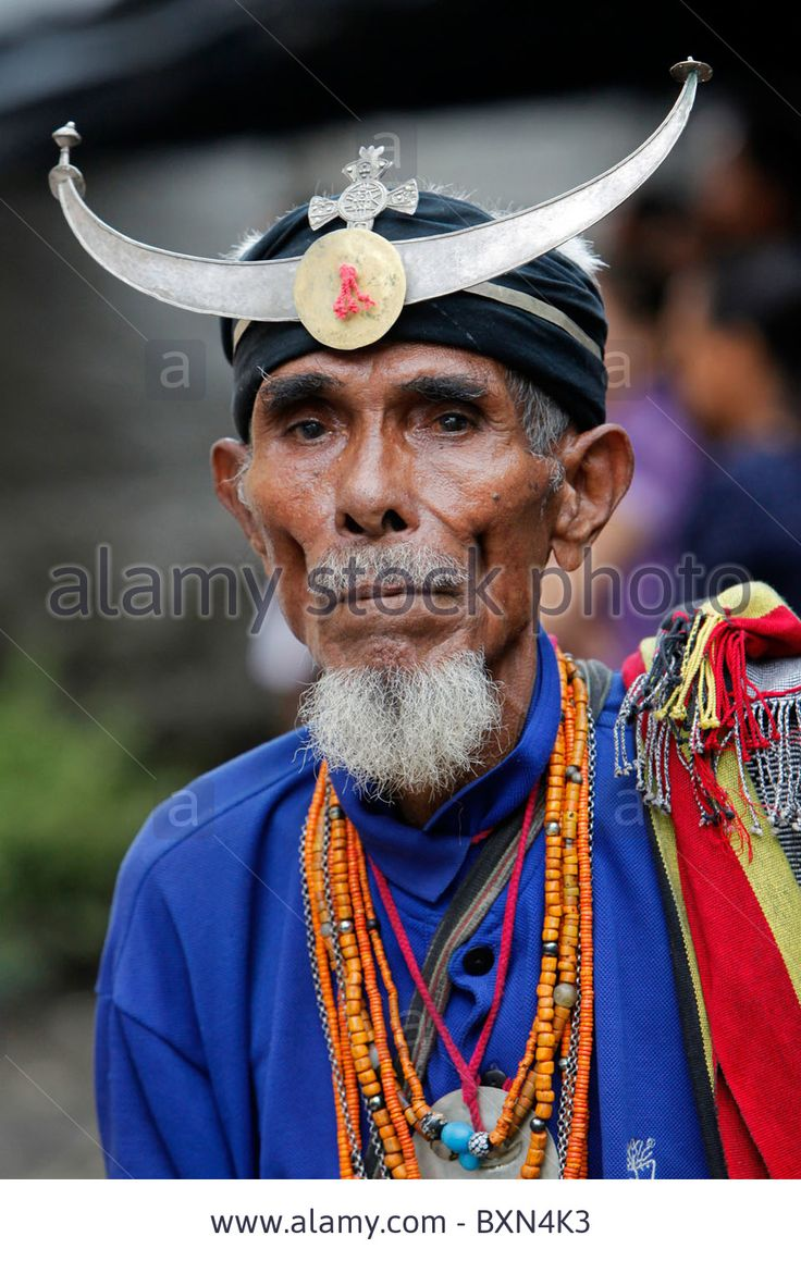 Download this stock image: Old man wearing traditional warrior dress, Dili, Timor Leste (East Timor) - BXN4K3 from Alamy's library of millions of high resolution stock photos, illustrations and vectors.