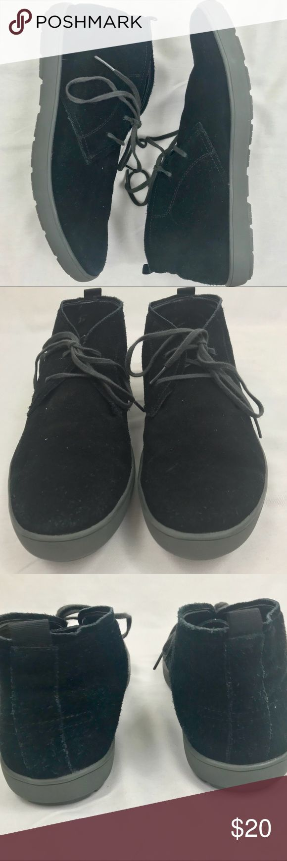 Calvin Klein Men's Nowles Suede Chukka Boots EUC Men's Nowles black suede chukka boots size 10 in excellent, gently used condition 2 eyelets Comfortable and stylish My son wore these once and then they sat in his closet! Excellent, like new condition Calvin Klein Shoes Chukka Boots